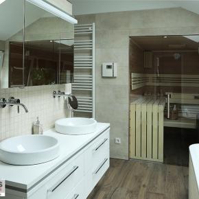 grossformatige_fliesen_und_mosaik_im badezimmer